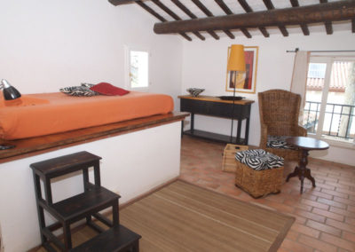 Family-room_letto rialzato alla francese
